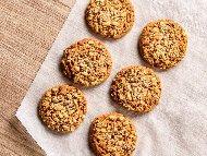 Рецепта Дребни сладки с овесени ядки мюсли, кокосово брашно и бакпулвер